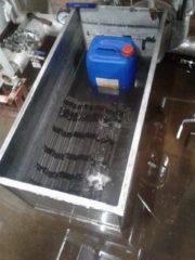 Промывка пластин в ванне. отмачивание пластин в ванне с химическим реагентом